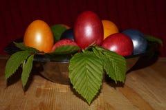 Предпосылка пасхи с цветастыми яичками Стоковые Изображения