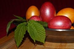 Предпосылка пасхи с цветастыми яичками Стоковая Фотография RF