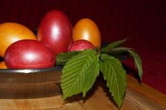 Предпосылка пасхи с цветастыми яичками Стоковое Изображение