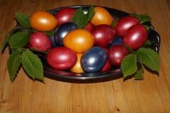 Предпосылка пасхи с цветастыми яичками Стоковое фото RF