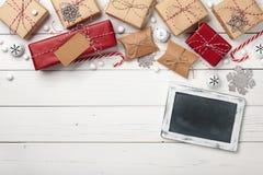 Предпосылка подарочных коробок рождества с доской мела Стоковое Изображение RF