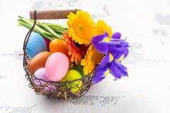 предпосылка покрасила вектор тюльпана формы пасхальныхя eps8 красный против детенышей весны цветка принципиальной схемы предпосыл Стоковые Изображения