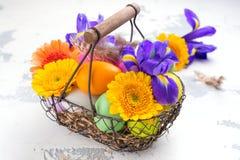 предпосылка покрасила вектор тюльпана формы пасхальныхя eps8 красный против детенышей весны цветка принципиальной схемы предпосыл Стоковая Фотография RF