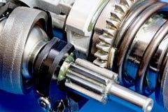 Предпосылка полной рамки промышленная - металл шестерни катит в конец-вверх стоковое изображение rf
