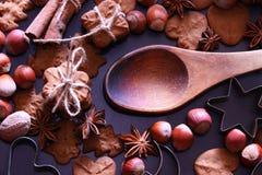 Предпосылка праздников рождества Печенья рождества с праздничный украшением стоковая фотография rf
