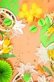 предпосылка праздничная тема тропическая hawaii Партия, день рождения над взглядом Плоское положение стоковые фото