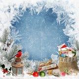 Предпосылка приветствию рождества с космосом для текста, с подарками, фонариком, bullfinch, сумкой писем и помадками и морозным p Стоковое Фото