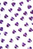 Предпосылка пурпура страза Текстура формы сердца по мере того как фон изолировал белое фото студии Кристалл страза Bling Стоковая Фотография