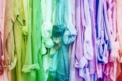 Предпосылка радуги с одеждами Стоковая Фотография