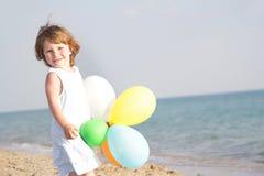 предпосылка раздувает детеныши моря девушки счастливые Стоковое Изображение