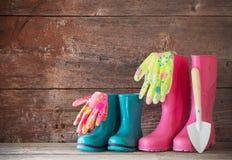 Предпосылка резиновых ботинок деревянная Стоковое Фото