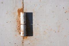 Предпосылка ржавого шарнира двери металла Стоковое Фото