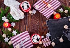 Предпосылка рождества включая подарочные коробки, горячий шоколад, ветви ели и другие украшения Стоковая Фотография