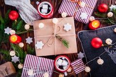 Предпосылка рождества включая подарочные коробки, горячий шоколад, ветви ели и другие украшения Стоковое Изображение RF
