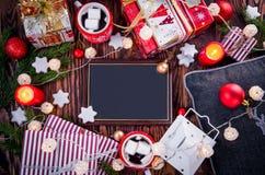 Предпосылка рождества включая подарочные коробки, горячий шоколад, ветви ели и другие украшения Стоковое Фото