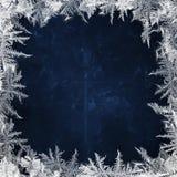 Предпосылка рождества голубая с морозными картинами на краях Стоковое фото RF