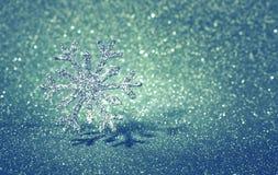 Предпосылка рождества и Нового Года гениальная голубая, серебряное snowfla Стоковое Изображение RF