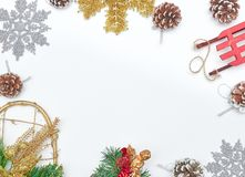 Предпосылка рождества и украшение рождества Флористические украшения Белая предпосылка белизна сосенки предмета предпосылки изоли стоковое фото