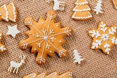 Предпосылка рождества с домодельными печеньями пряника Стоковая Фотография