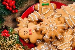 Предпосылка рождества с домодельными печеньями пряника Стоковая Фотография RF