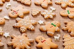 Предпосылка рождества с домодельными печеньями пряника Стоковые Фото