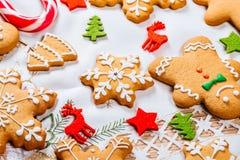 Предпосылка рождества с домодельными печеньями пряника Стоковые Изображения RF