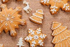 Предпосылка рождества с домодельными печеньями пряника Стоковое фото RF