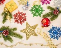 Предпосылка рождества с звездами, снежинками, ветвями ели Стоковое Фото