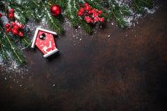 Предпосылка рождества с красным домом птицы Стоковое фото RF