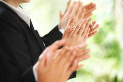 предпосылка рукоплескания давая зеленый цвет сверх Стоковые Фотографии RF