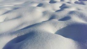 Предпосылка свежей текстуры снега в голубом тоне панорамно стоковое изображение rf