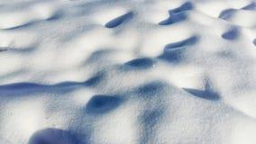 Предпосылка свежей текстуры снега в голубом тоне панорамно стоковое фото