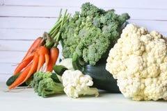 Предпосылка свежих овощей деревенская деревянная Стоковые Фотографии RF