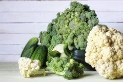 Предпосылка свежих овощей деревенская деревянная Стоковое фото RF