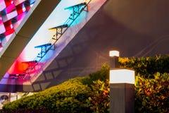 Предпосылка света цвета абстрактная, перед торговым центром стоковая фотография