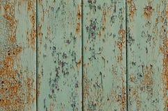Предпосылка сер-зеленых ржавых доск, треснутая краска Стоковая Фотография RF