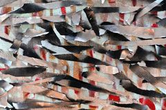 Предпосылка старой стены с unpainted покрашенными линиями Восковка с лентой для маскировки Красные черные и голубые слои стоковое изображение rf