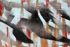 Предпосылка старой стены с unpainted покрашенными линиями Восковка с лентой для маскировки Красные черные и голубые слои стоковое фото rf