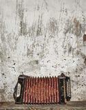 Предпосылка стены и аккордеони Стоковое фото RF