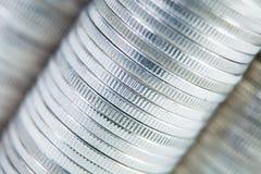 Предпосылка стены конца-вверх строки стогов монеток Стоковые Фото