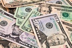 Предпосылка счетов доллара различных деноминаций. Стоковое Изображение RF