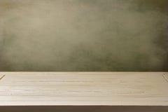 Предпосылка с белой деревянной таблицей Стоковая Фотография