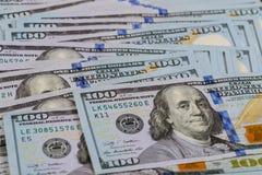 Предпосылка с долларовыми банкнотами американца денег Стоковые Изображения RF