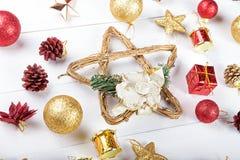 Предпосылка с игрушками для рождественской открытки Стоковое фото RF
