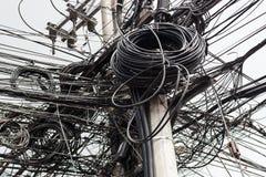 Предпосылка с много электрическими проводами стоковые изображения