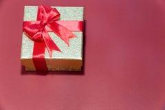 Предпосылка с подарочной коробкой золота, предпосылка рождества Нового Года Стоковая Фотография
