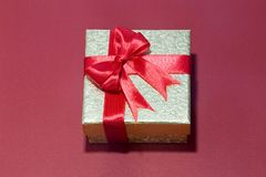 Предпосылка с подарочной коробкой золота, предпосылка рождества Нового Года Стоковое Фото