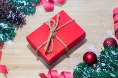 Предпосылка с подарочной коробкой золота, предпосылка рождества Нового Года Стоковая Фотография RF