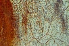 Предпосылка, текстура ржавой поверхности с затрапезной старой зеленой краской стоковые изображения rf