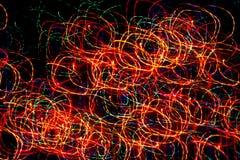 Предпосылка, текстура, яркая абстрактная картина в линиях цвета различных, нашивки и пятна на черной предпосылке, круги, неон Стоковые Фотографии RF